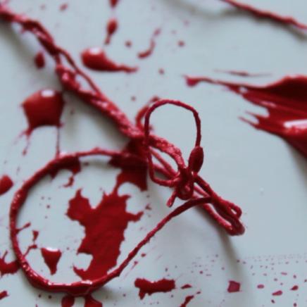 red_thread_kolme_sisarta_2015